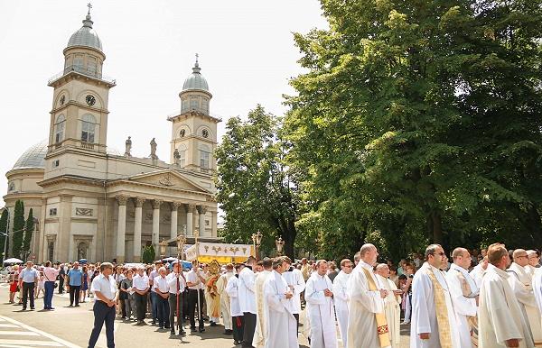 Mii de credincioși la Hramul Diecezei Catolice a Sătmarului